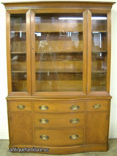 Antique Henredon Mahogany China Cabinet At Antique